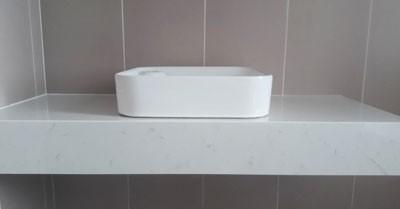 bàn đá lavabo trắng vân mây