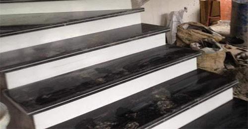 Đá ốp cầu thang đen cổ trắng